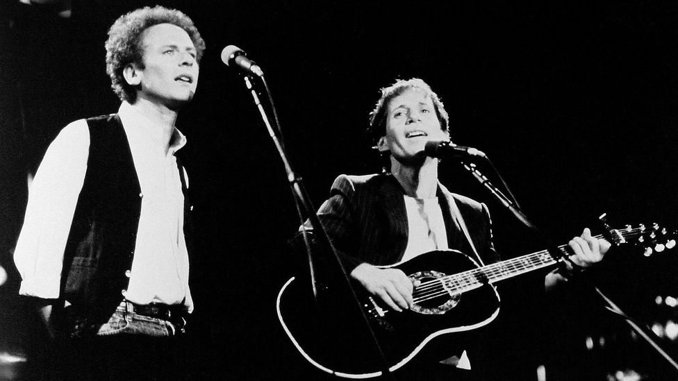 Simon and Garfunkel in concert (Credit: Alamy)