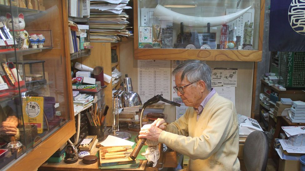 Yusaku Sato has been making hanko by hand for more than 65 years (credit: Edd Gent)