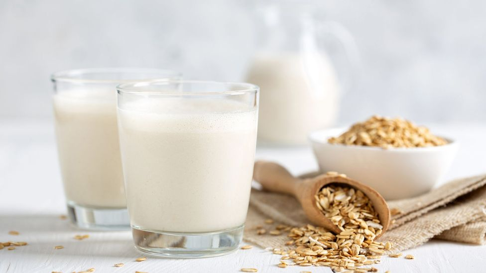 Oat milk has only a round a third of the emissions of cow milk (Credit: Getty Images)