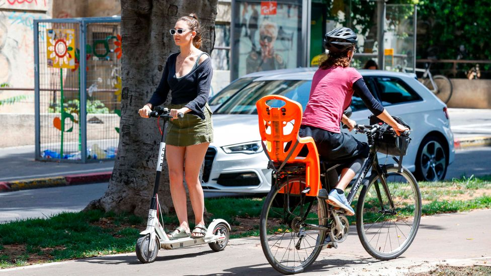 The CitiCap app uses gifts as incentives to motivate people to use lower carbon methods of transport (Credit: Getty Images)