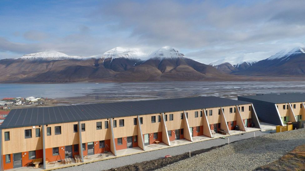 Changing weather has brought avalanches to Longyearbyen in Svalbard (Credit: Werner Hoffmann)