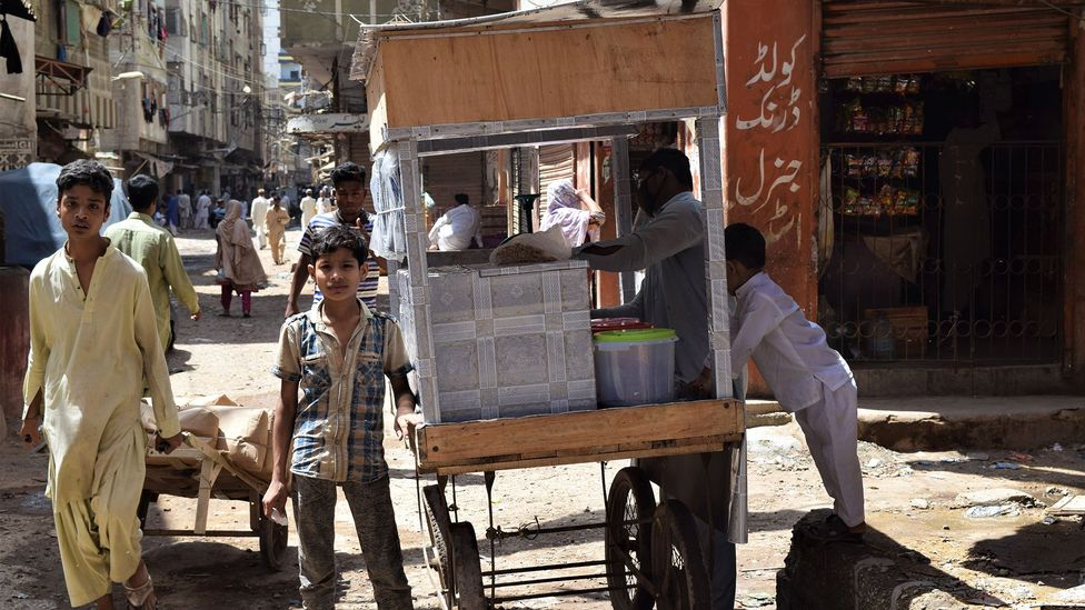 As Pakistan imposes stricter lockdown measures, many daily wage workers are unable to work, earn and eat (Credit: Aysha Imtiaz)
