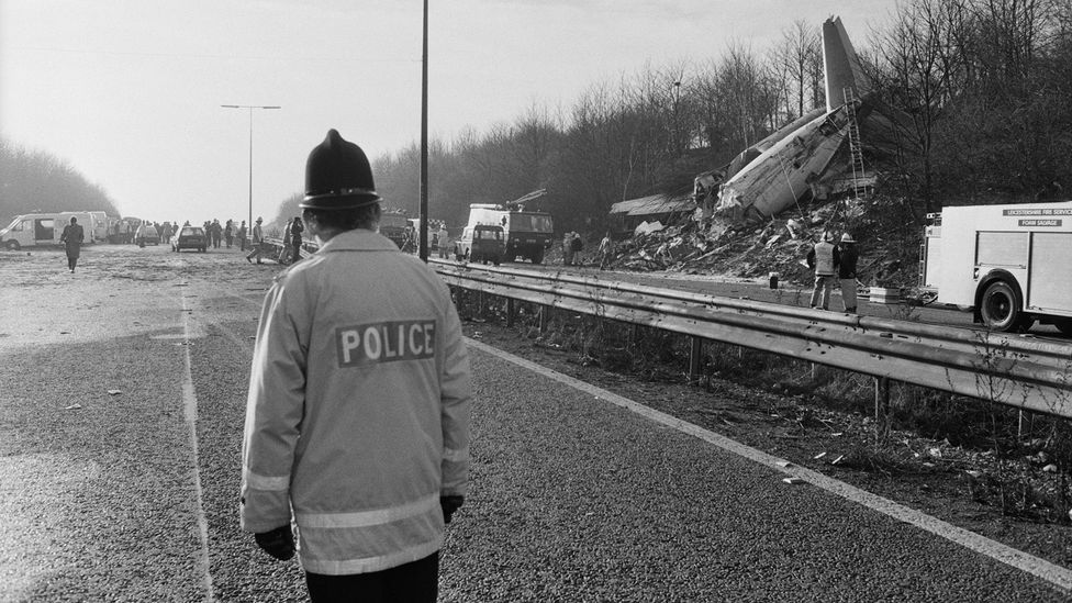 In the rush to respond to an engine failure, the pilot of British Midland Flight 92 mistakenly shut off the remaining functioning engine, leading to the Kegworth air disaster