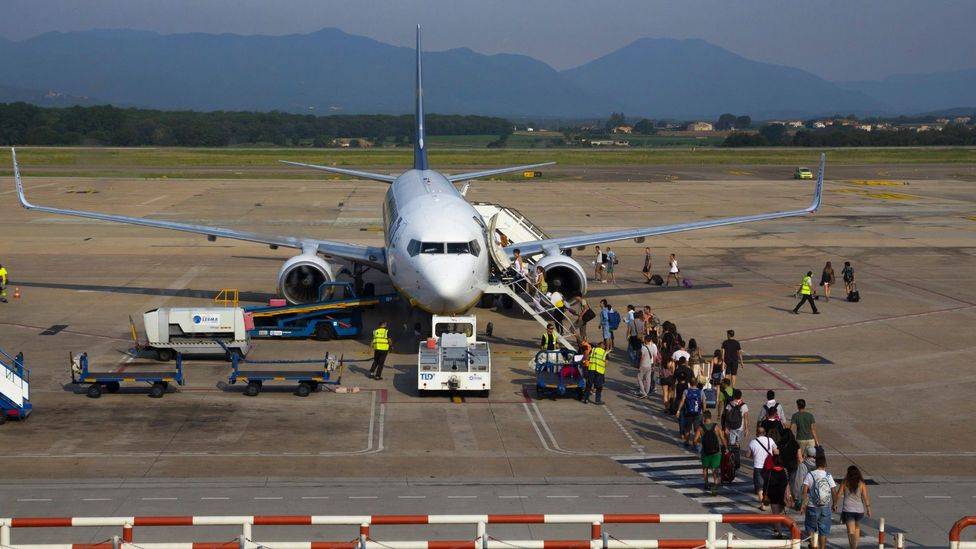 Bringing passengers out onto the tarmac could prove safer than using jet bridges, some experts argue