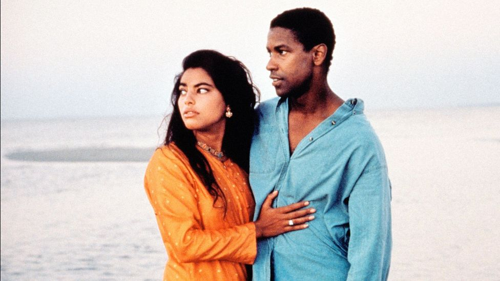 Mississippi Masala centres on a romance between a Ugandan-Indian immigrant (Sarita Choudhury) and an African-American man (Denzel Washington) in the Deep South (Credit: Alamy)