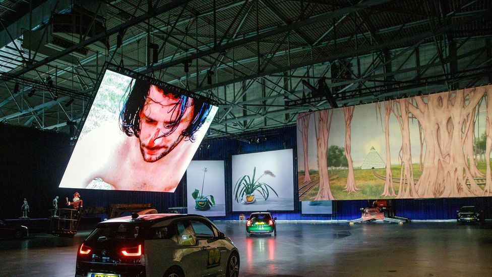 The Museum Boijmans van Beuningen ran a drive-through museum in a convention centre in Rotterdam during August; its exhibition sold out