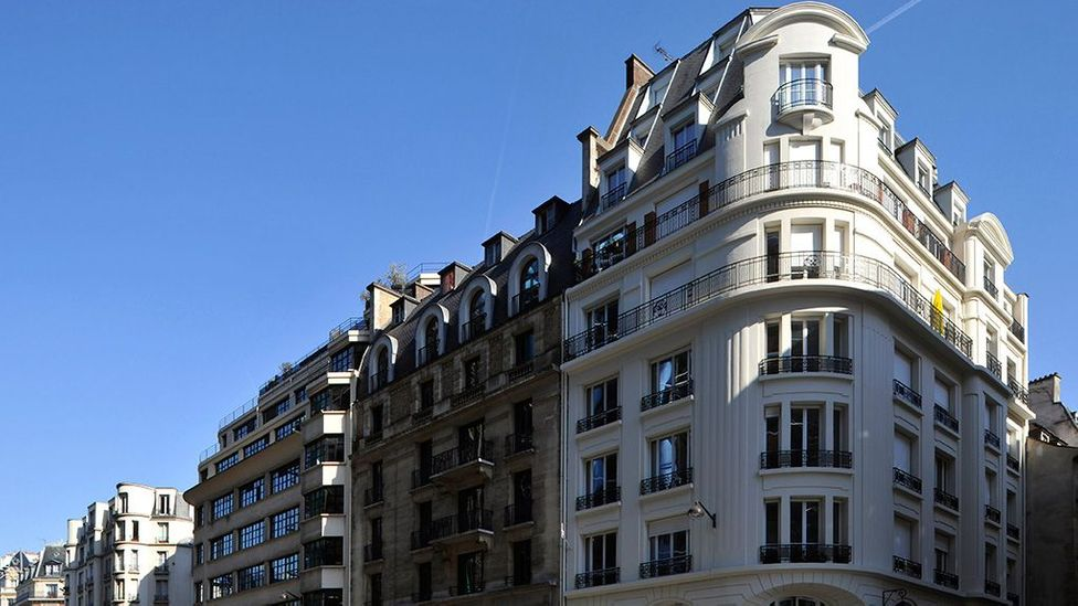 This ordinary-looking building on rue de Beaubourg in Paris gains much of its heat supply from a nearby metro station (Credit: Paris Habitat)