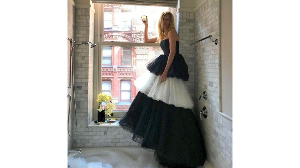 Hak atas foto Julia Roberts / Instagram Julia Roberts adalah salah satu bintang film yang berdandan di rumah ketika Met Gala dibatalkan.