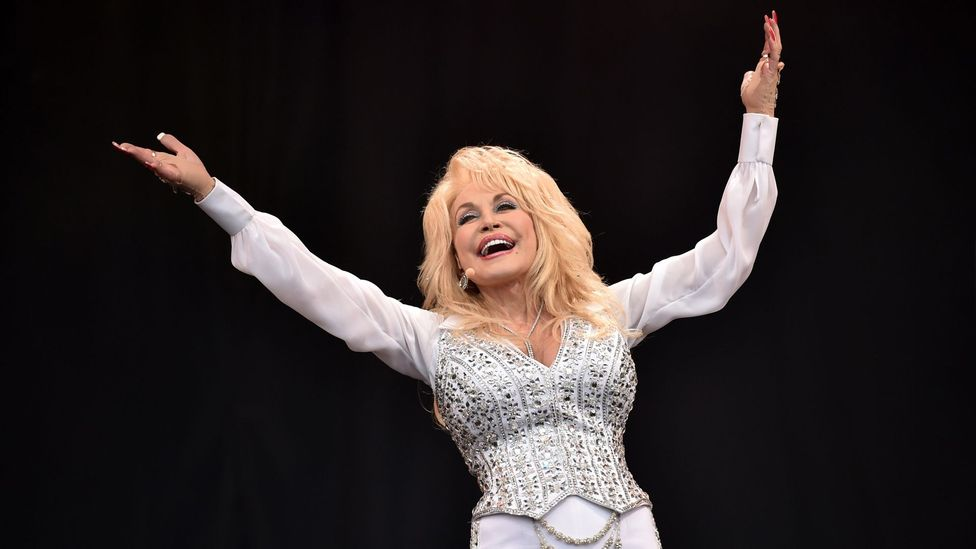 Parton attracted a crowd of more than 180,000 when she performed at Glastonbury in 2014 (Credit: Getty Images)