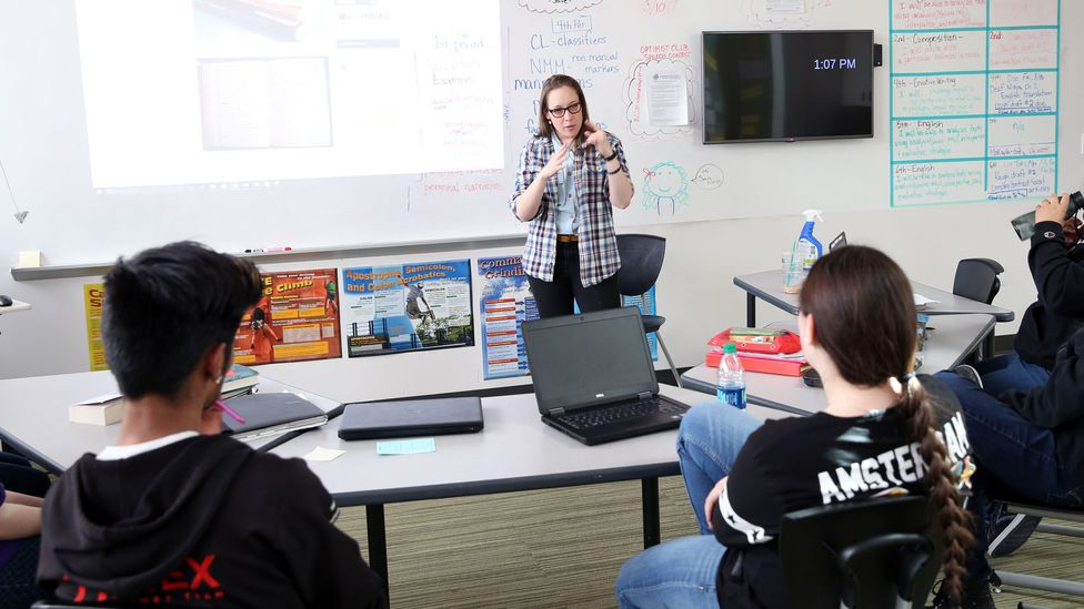 Sara Nović discusses writing with students at the Rocky Mountain Deaf School in Colorado, US (Credit: Sara Nović)