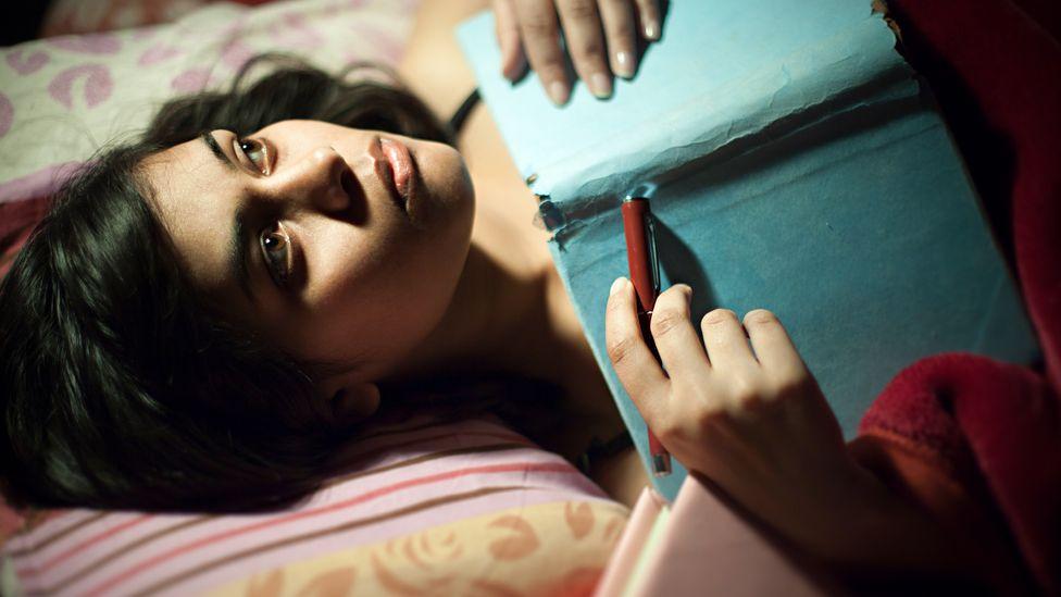 Las terapias de exposición y rescripción han ayudado a las personas con pesadillas a dormir toda la noche (Crédito: Getty Images)