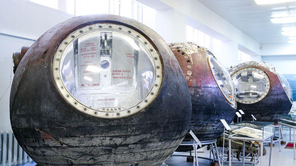Советские капсулы для возвращения в атмосферу не требовали осторожного маневрирования перед возвращением на Землю, потому что они были полностью закрыты тепловым экраном (фото: Владимир Герто / Toss / Getty Images)