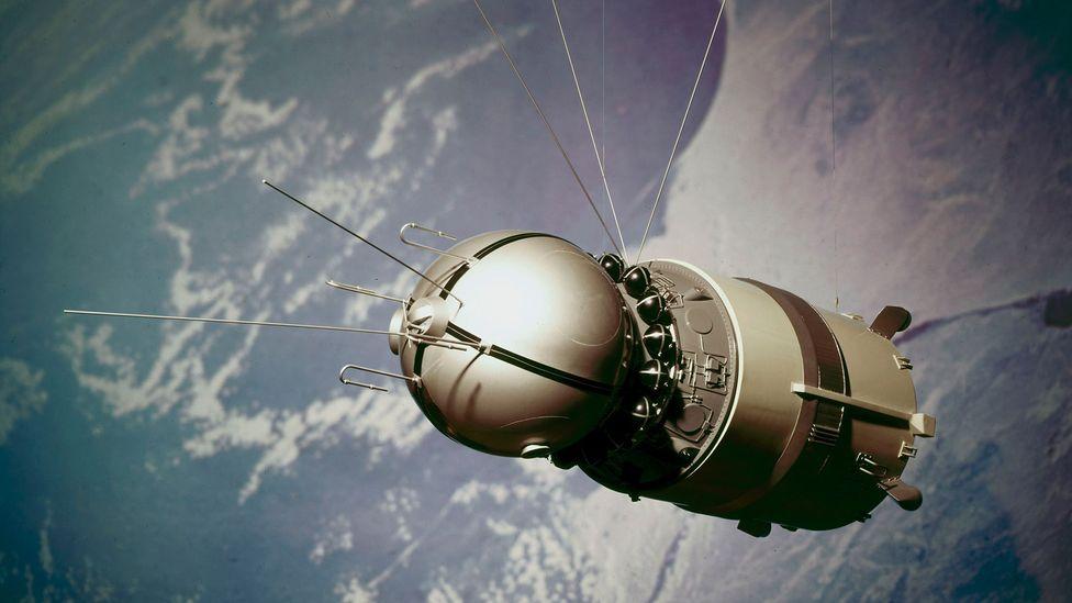 Космическому кораблю