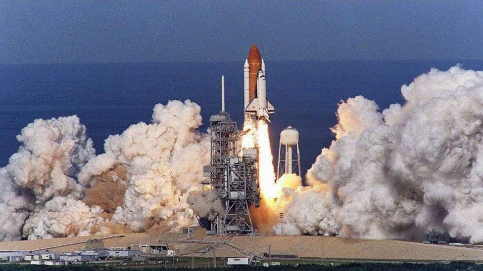 Space Shuttle Columbia launching on 19 November 1996