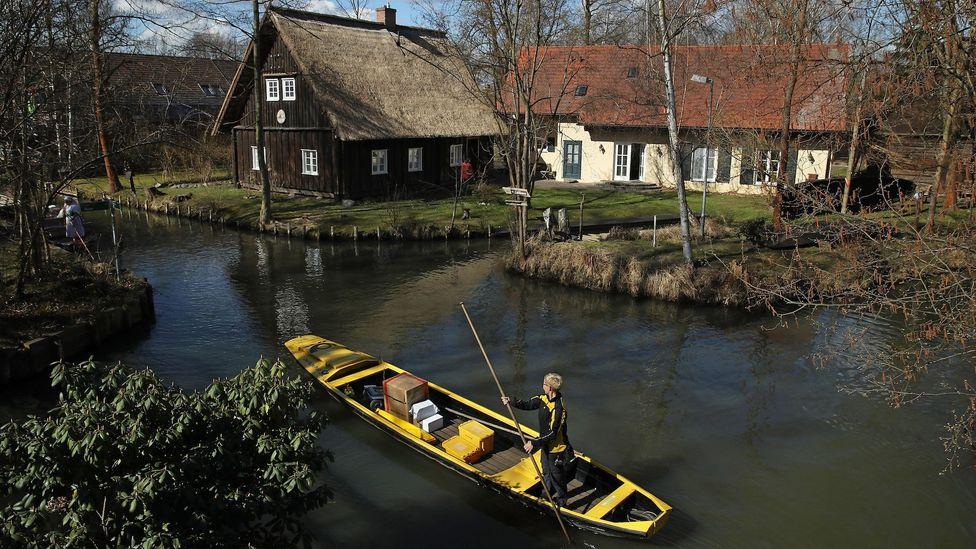 Post wird seit 124 Jahren mit einem gondelartigen Boot im Spreewald zugestellt (Bildnachweis: Sean Gallup / Getty Images)