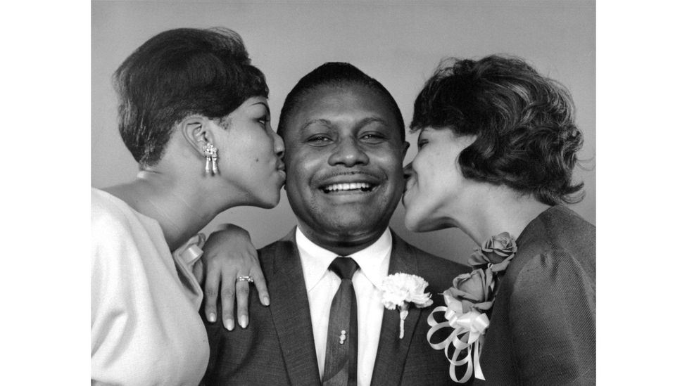 Aretha (left) and Carolyn (right) with their father, the Rev CL Franklin (Credit: Alamy)