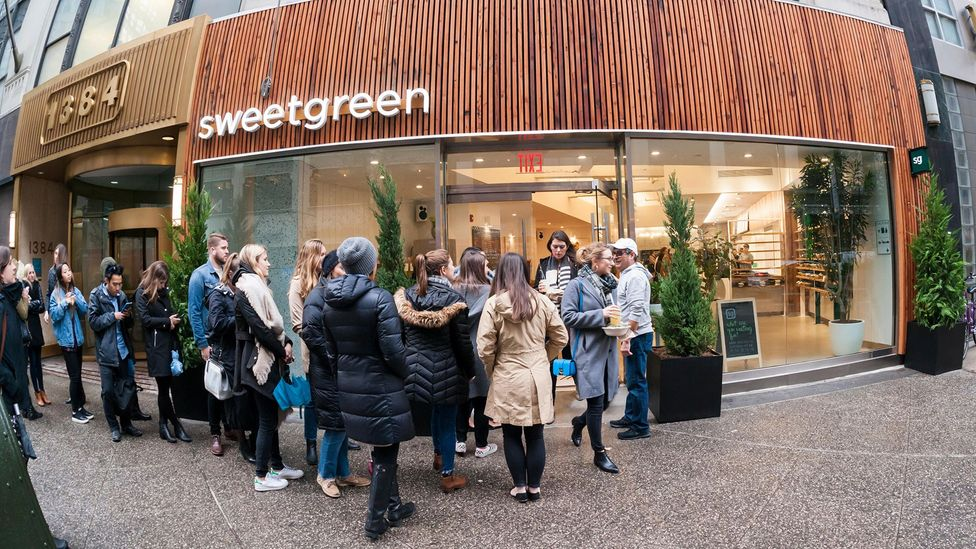 In New York City, takeaways that sell expensive, high-quality salads commanding long queues and busy crowds are a ubiquitous sight on weekday afternoons (Credit: Alamy)