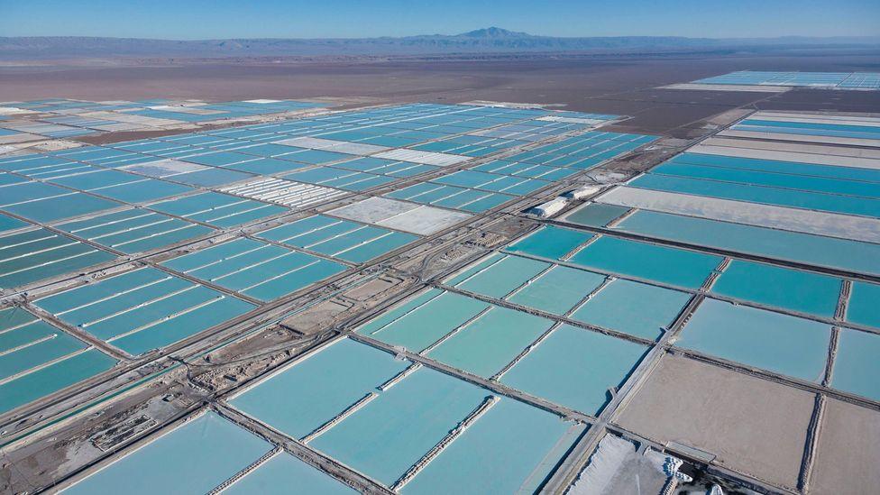 A mina SQM no Salar de Atacama rivaliza com a da Bolívia como um dos maiores depósitos de lítio do mundo (Crédito: Alamy)