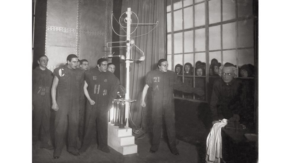 A laboratory scene from RUR being performed around 1923 in a Berlin theatre (Credit: Getty Images)