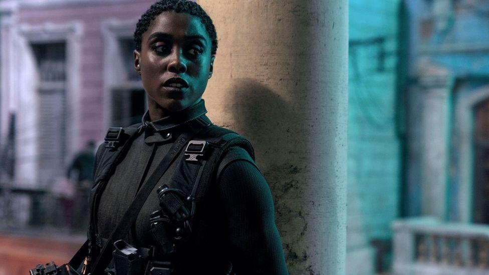El papel de Lashana Lynch como el reemplazo de Bond 007 en la nueva película es parte de la reciente corrección del curso de la franquicia hacia una mejor representación femenina (Crédito: Alamy)