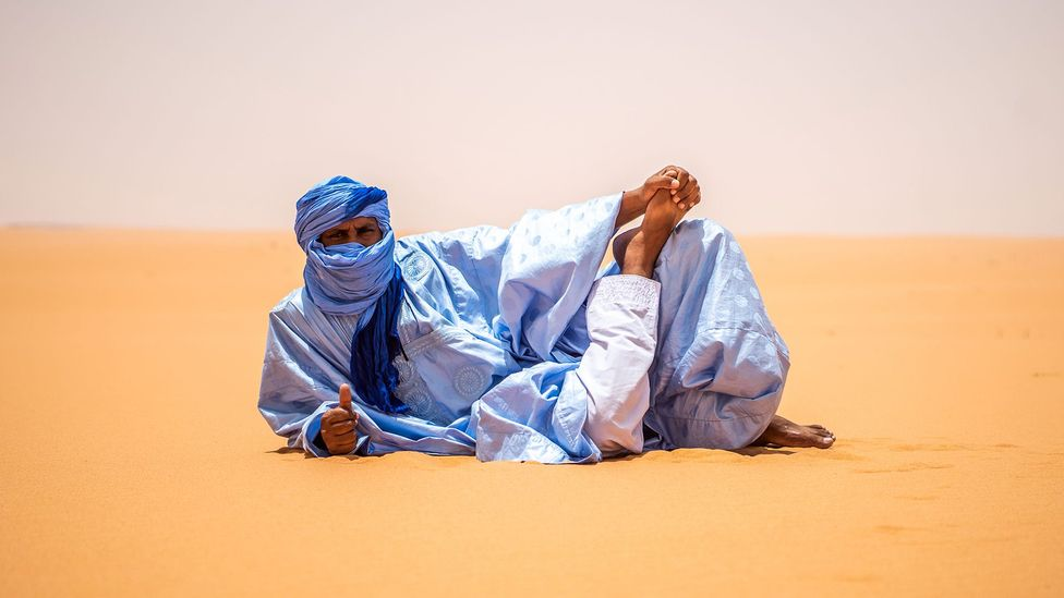 Men proudly wear blue daraas in Nouakchott (Credit: Juan Martinez)