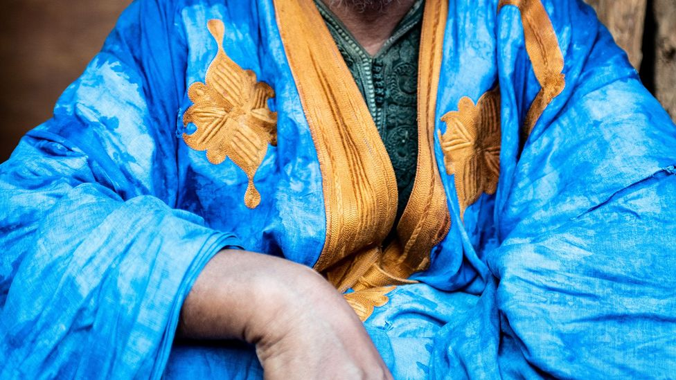 Many daraas in Mauritania are embellished with gold and white embroidery (Credit: Juan Martinez)