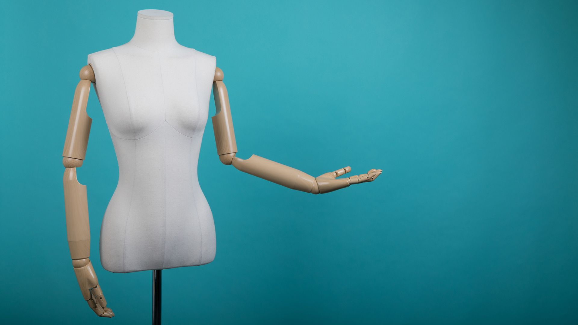 Mannequin with bent arm (Credit: Getty Images)